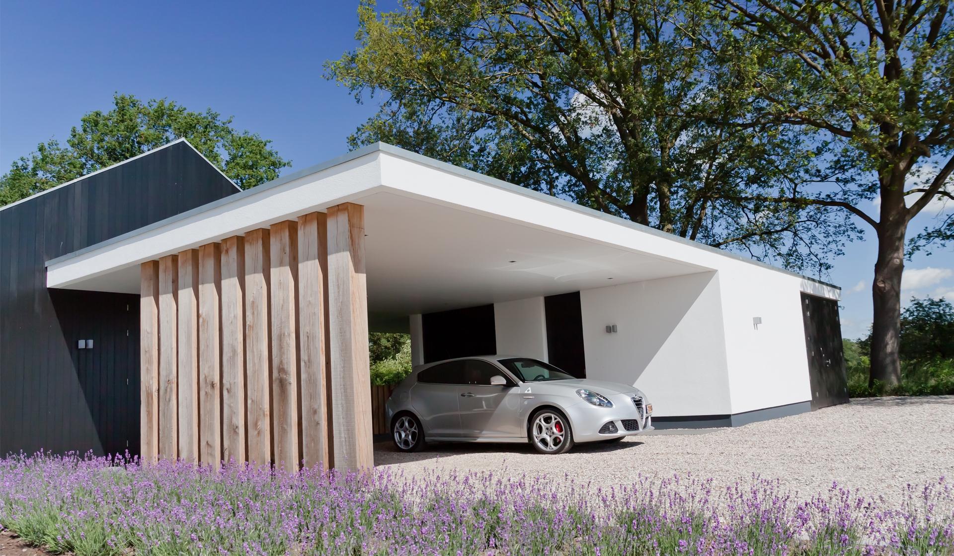 Optimale abstractie tussen woonhuis en carport met garage